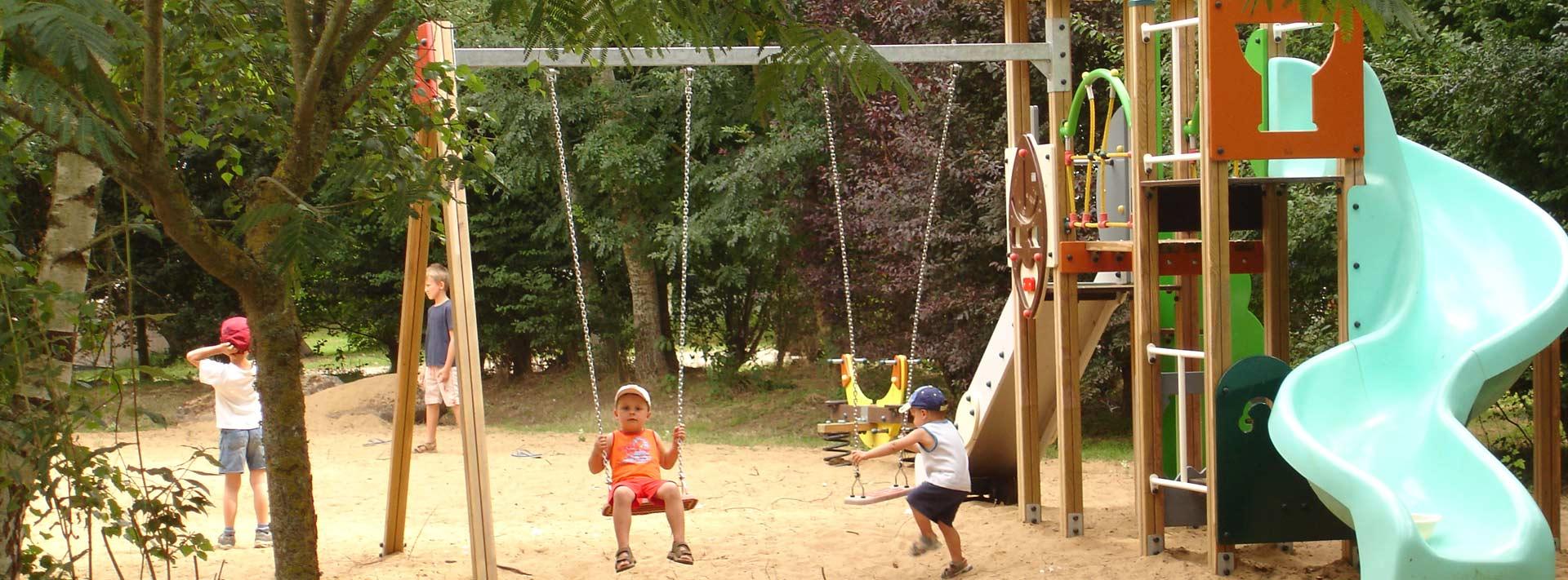 aire de jeux enfants du camping La Grisse